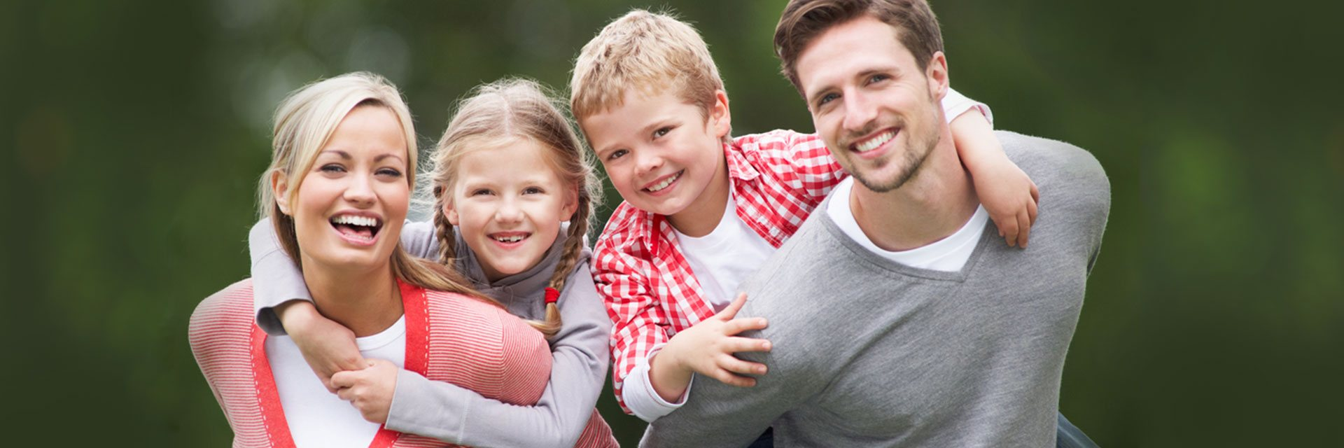 banner happy family smiling discover dental